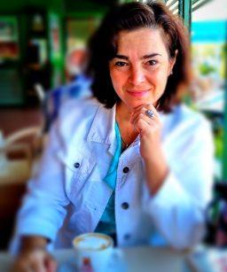 Анна - стаж 18 лет, из них 10 лет в Петербургском Государственном Университете. Переводчик с 4 языков, обладатель сертификатов CELTA и TKT. Стиль преподавания, основан на сотрудничестве с учеником.