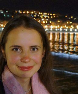 Дарья имеет большой опыт подготовки к экзаменам (ЕГЭ, IELTS, KET, PET, FCE). Жила в США и работала в международной школе в Италии, обучающей по стандартам образования Кембриджа.  Опыт работы-5 лет.